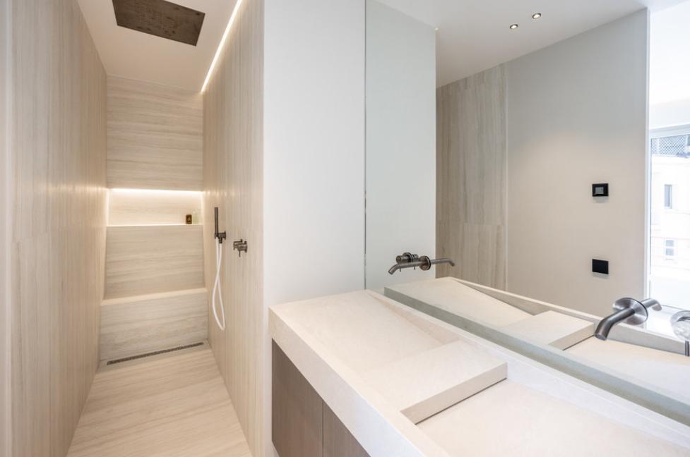 Four Room Apartment Carré d'Or Monaco Bathroom