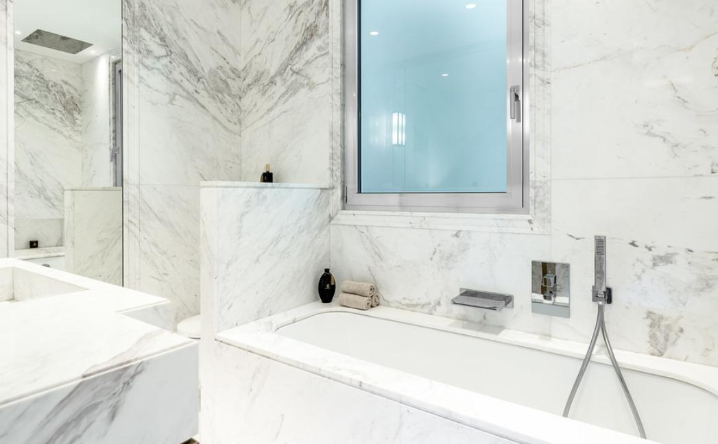 Luxurious Renovated Apartment Carré d'Or Monaco Bathroom Marble