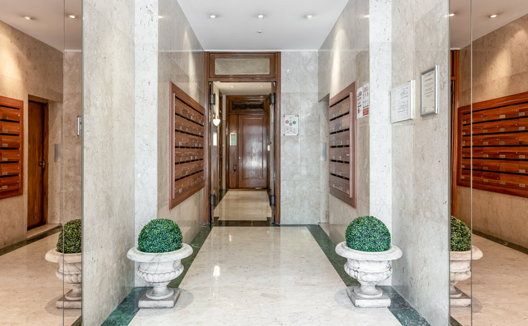 Luxurious Renovated Apartment Carré d'Or Monaco Foyer