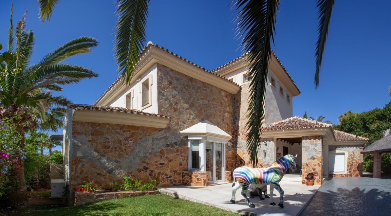 uniquie_detached_luxury_villa_in_elviria_1