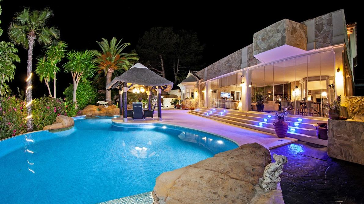 Unique Detached Villa in Elviria