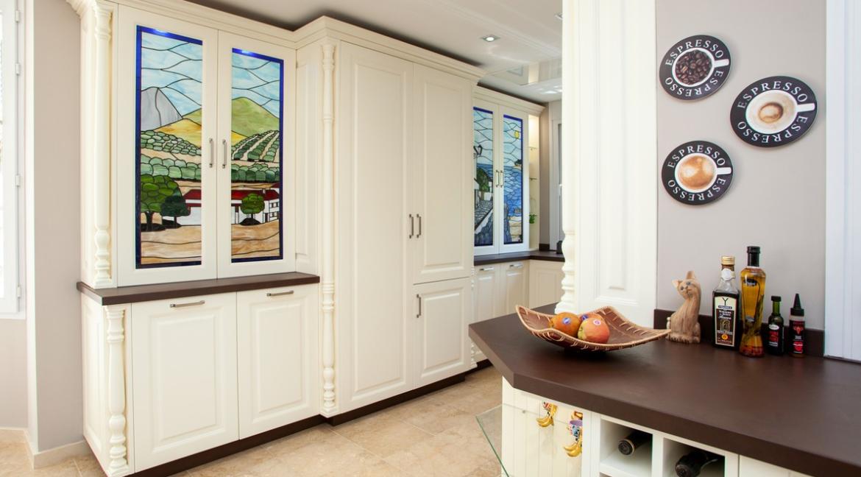 uniquie_detached_luxury_villa_in_elviria_kitchen_2