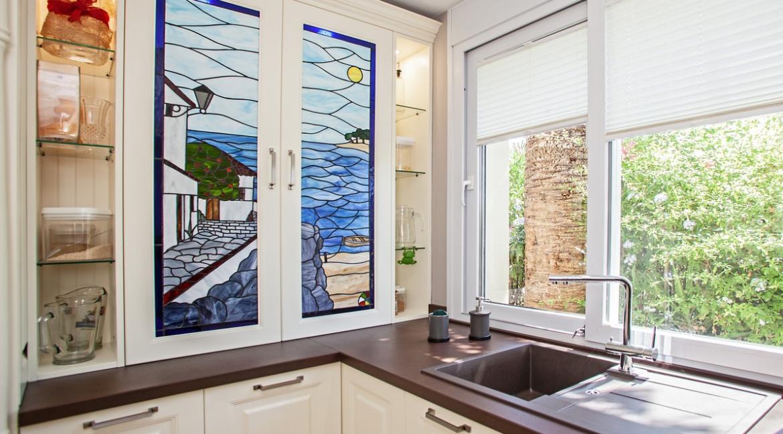 uniquie_detached_luxury_villa_in_elviria_kitchen_detail