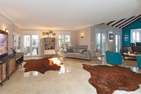 uniquie_detached_luxury_villa_in_elviria_living_room_1
