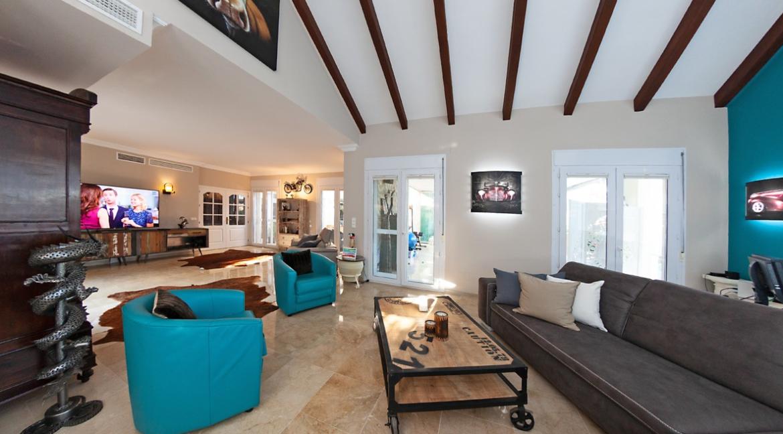 uniquie_detached_luxury_villa_in_elviria_living_room_2