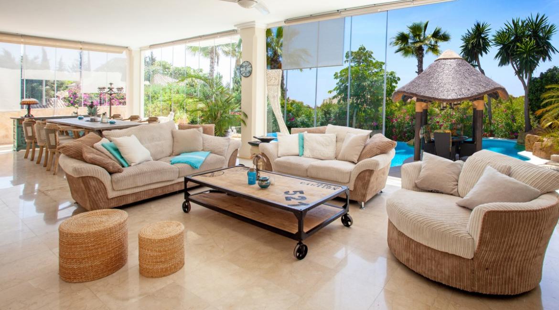 uniquie_detached_luxury_villa_in_elviria_living_room_3