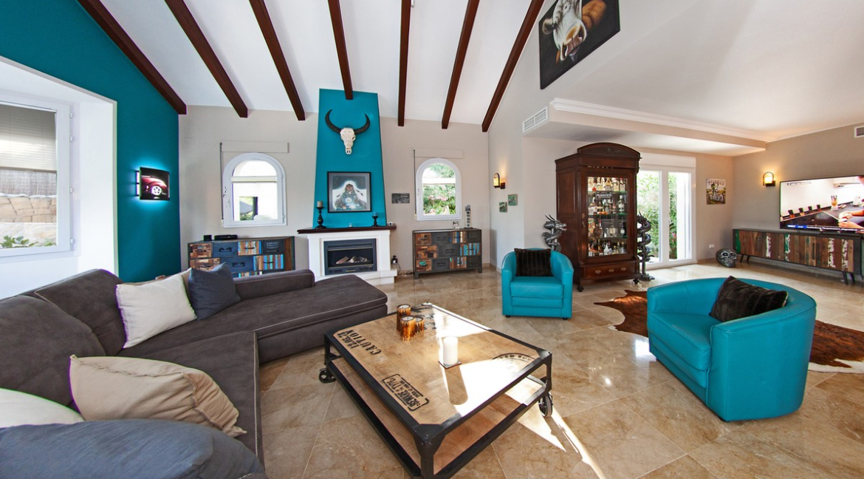 uniquie_detached_luxury_villa_in_elviria_living_room_4