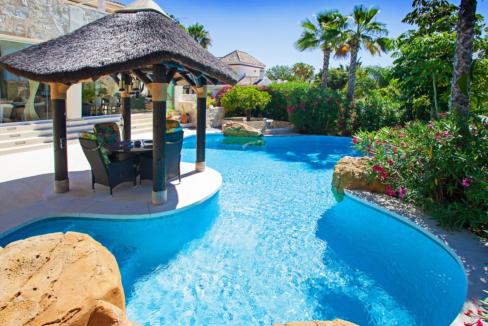uniquie_detached_luxury_villa_in_elviria_swimmingpool