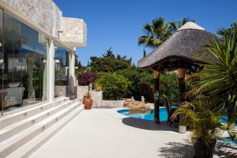 uniquie_detached_luxury_villa_in_elviria_swimmingpool_and_terrace