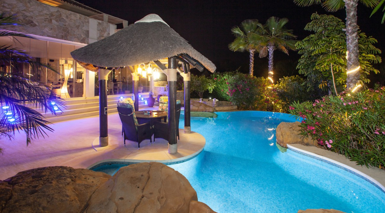 uniquie_detached_luxury_villa_in_elviria_terrace_3