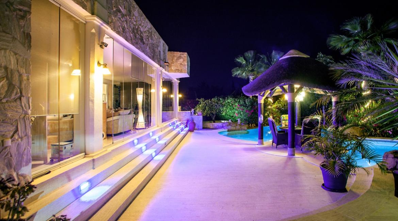 uniquie_detached_luxury_villa_in_elviria_terrace_4