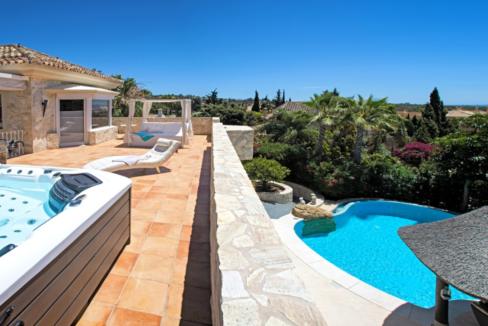 uniquie_detached_luxury_villa_in_elviria_terrace_whirlpool