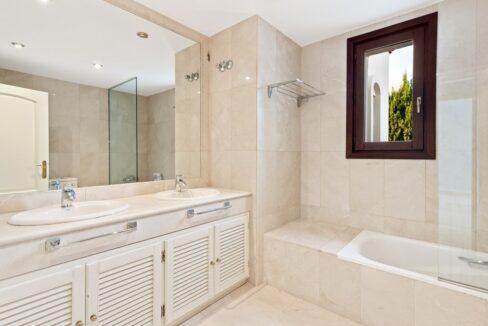 villa_for_sale_puerto_banus_top_location_bathroom1