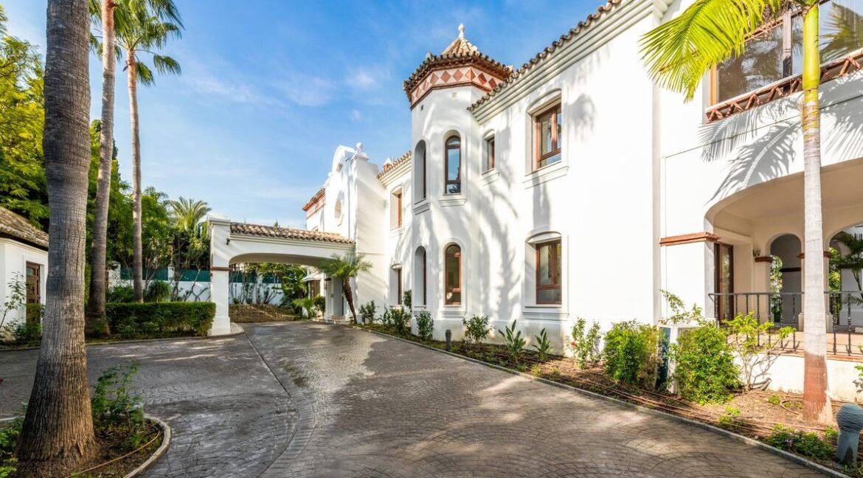 villa_for_sale_puerto_banus_top_location_driveway