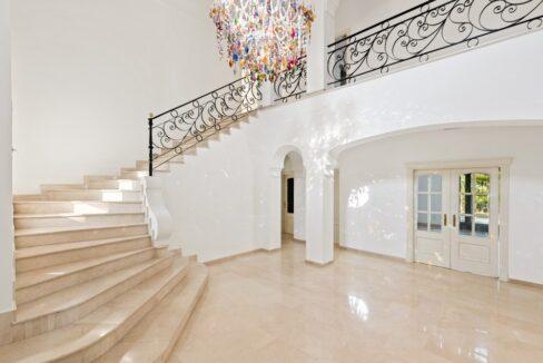 villa_for_sale_puerto_banus_top_location_entrance