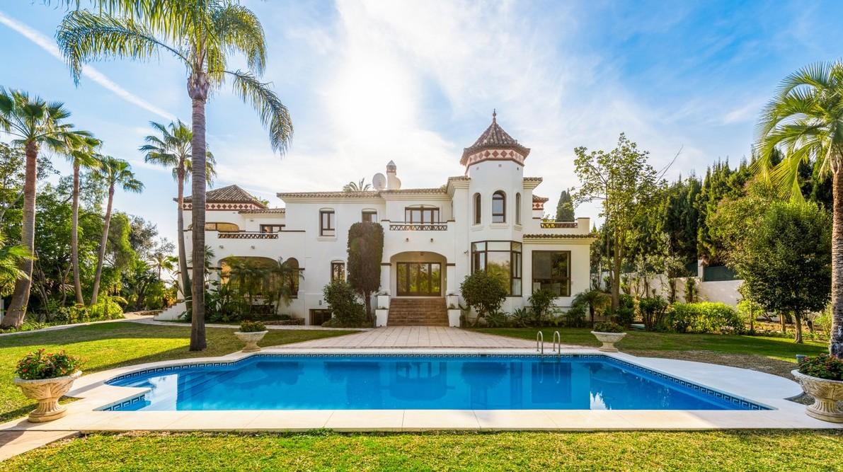 Villa for sale in top location Puerto Banus Marbella