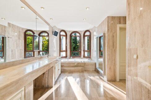 villa_for_sale_puerto_banus_top_location_master_bathroom
