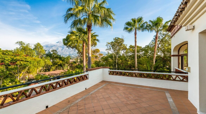 villa_for_sale_puerto_banus_top_location_mountain_view