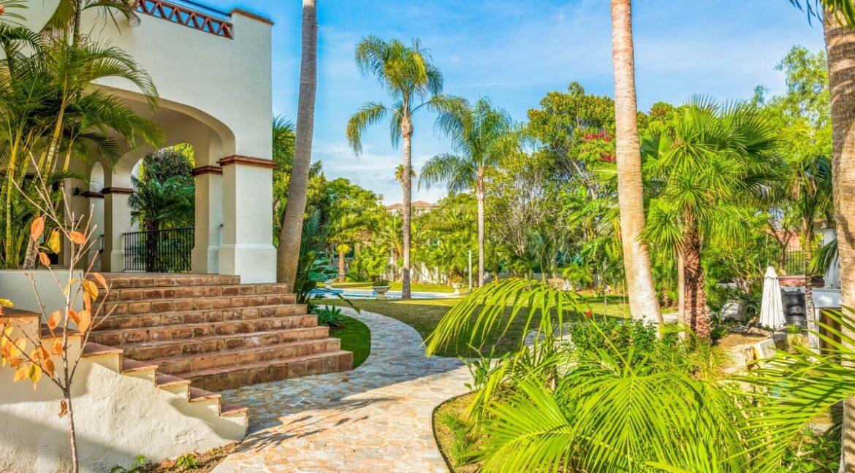 villa_for_sale_puerto_banus_top_location_pool_view_1