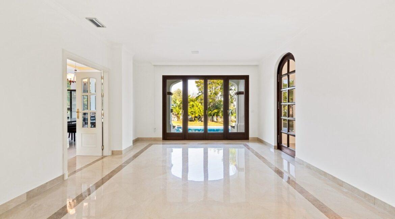 villa_for_sale_puerto_banus_top_location_room1