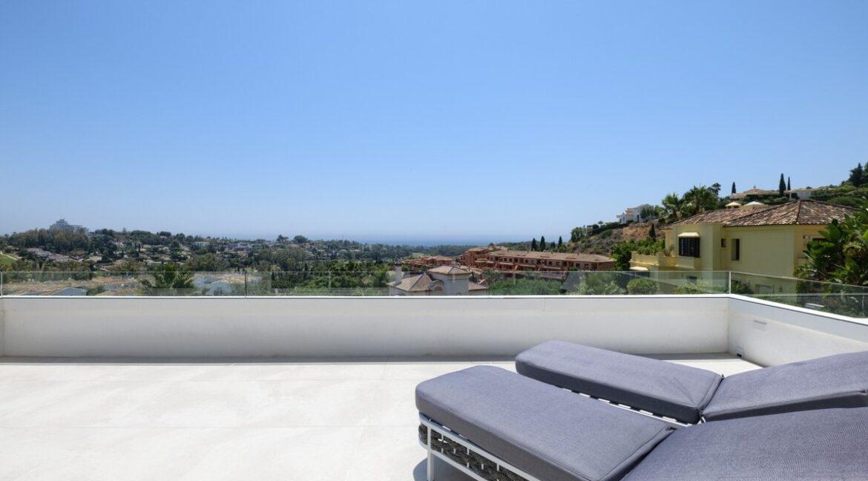 5 bedroom golf and sea view villa in El Paraiso Estepona Balcony