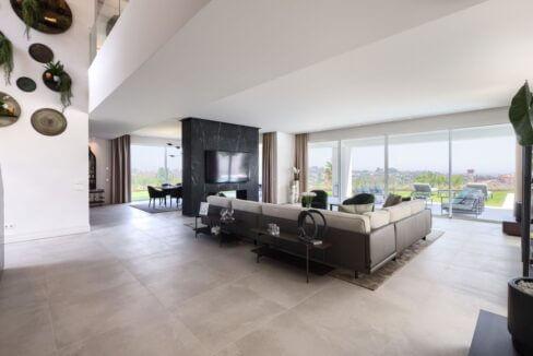 5 bedroom golf and sea view villa in El Paraiso Estepona Livingroom view