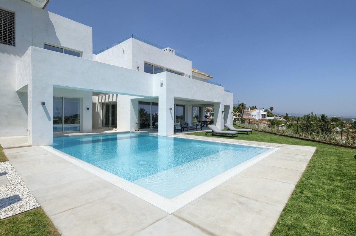 5 bedroom golf and sea view villa in El Paraiso, Estepona