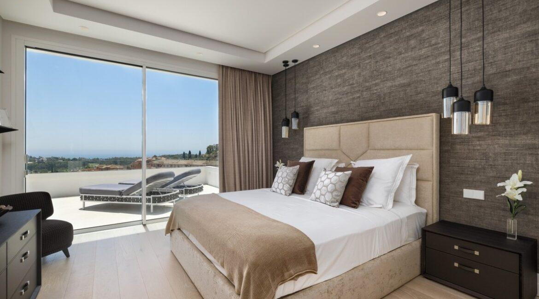 5 bedroom golf and sea view villa in El Paraiso Estepona bathroom 3