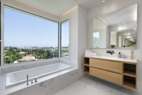 5 bedroom golf and sea view villa in El Paraiso Estepona bathroom 5
