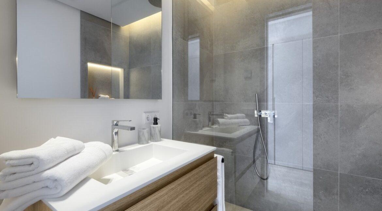 5 bedroom golf and sea view villa in El Paraiso Estepona bathroom 6