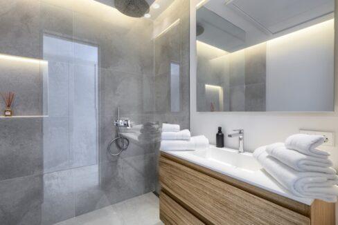 5 bedroom golf and sea view villa in El Paraiso Estepona bathroom rainshower