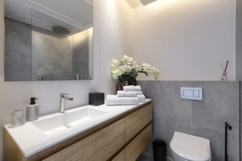 5 bedroom golf and sea view villa in El Paraiso Estepona bathroom wc