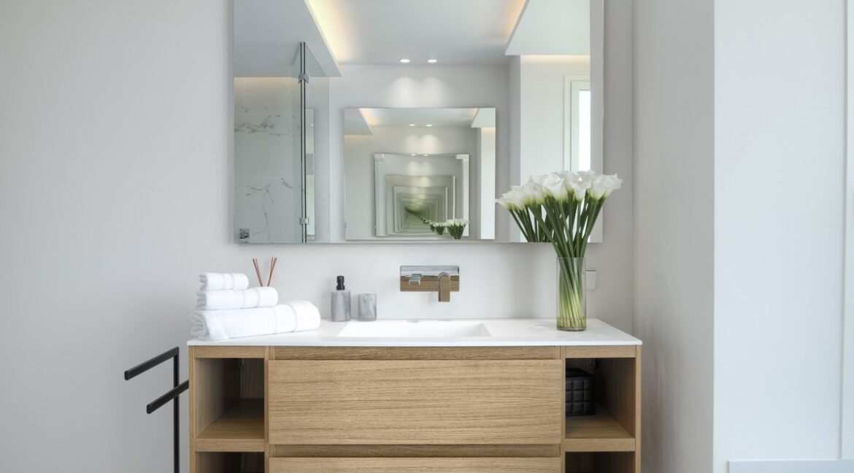 5 bedroom golf and sea view villa in El Paraiso Estepona bathroom1
