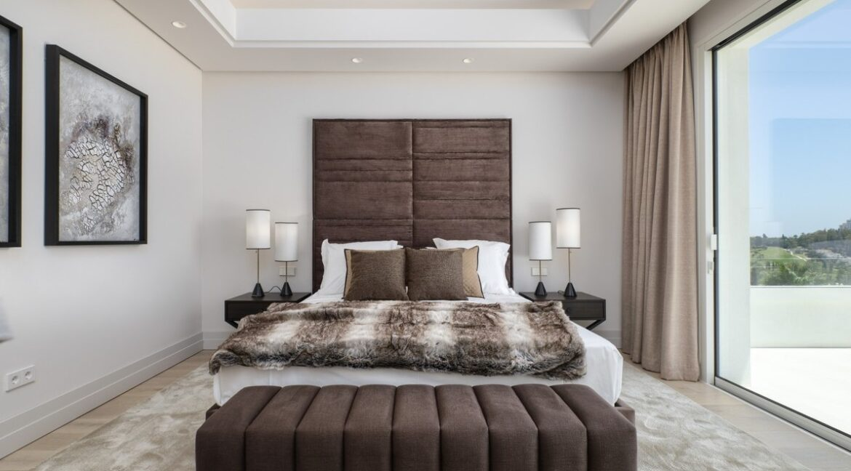 5 bedroom golf and sea view villa in El Paraiso Estepona bedroom 1