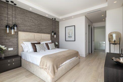 5 bedroom golf and sea view villa in El Paraiso Estepona bedroom 2