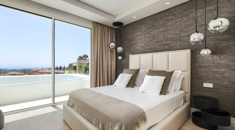 5 bedroom golf and sea view villa in El Paraiso Estepona bedroom 3