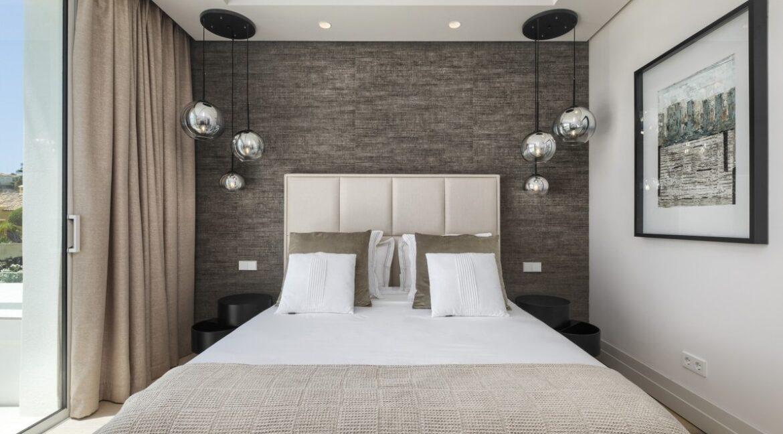 5 bedroom golf and sea view villa in El Paraiso Estepona bedroom 4