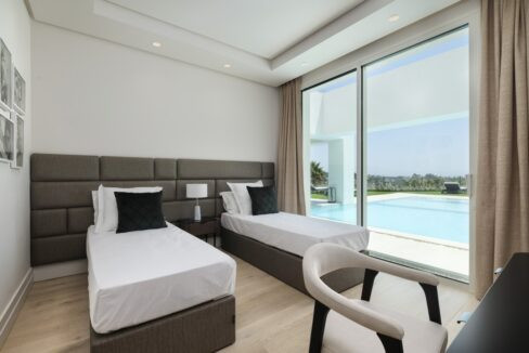 5 bedroom golf and sea view villa in El Paraiso Estepona bedroom groundfloor
