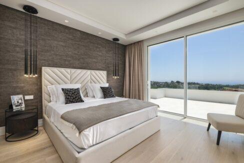 5 bedroom golf and sea view villa in El Paraiso Estepona bedroom sea view