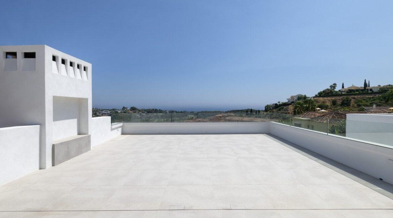 5 bedroom golf and sea view villa in El Paraiso Estepona big roof Terrace
