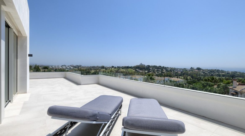 5 bedroom golf and sea view villa in El Paraiso Estepona big roof Terrace view