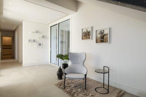 5 bedroom golf and sea view villa in El Paraiso Estepona entrance