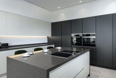 5 bedroom golf and sea view villa in El Paraiso Estepona kitchen details