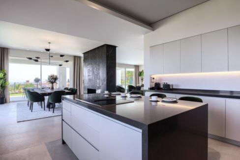 5 bedroom golf and sea view villa in El Paraiso Estepona open kitchen