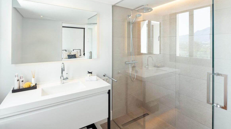 fresh_renovaded_villa_nueva_andalusia_bathroom_1
