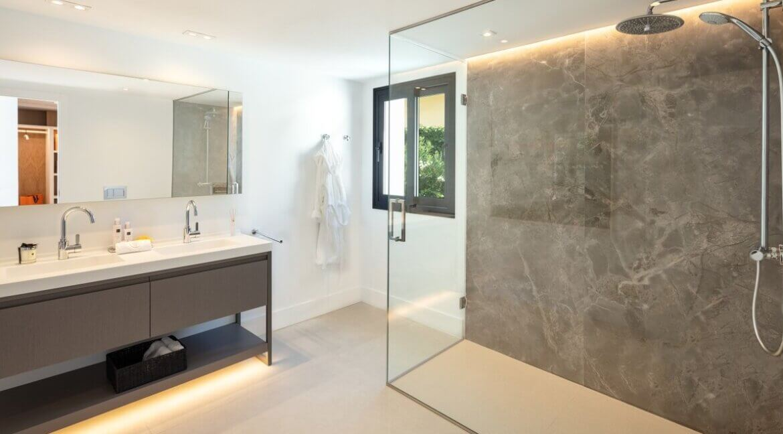 fresh_renovaded_villa_nueva_andalusia_bathroom_rainshower