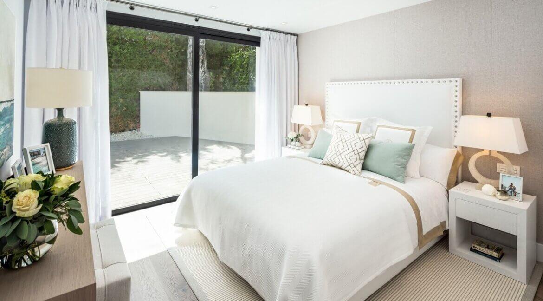 fresh_renovaded_villa_nueva_andalusia_bedroom_4