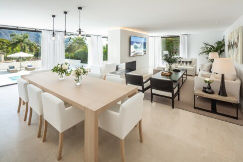 fresh_renovaded_villa_nueva_andalusia_living_room_1
