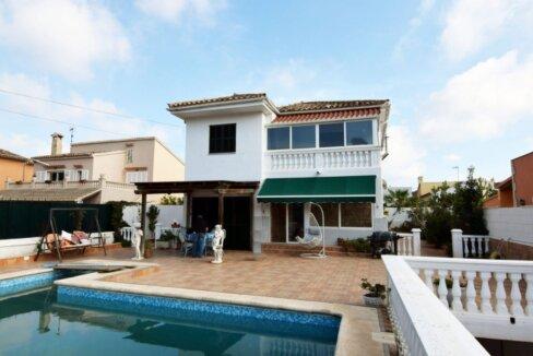 Freistehendes Haus mit Swimmingpool in El Toro